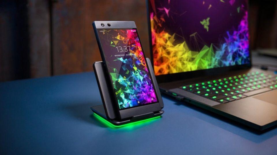 Razer Phone 2 özellikleri ve fiyatı belli oldu. $799 fiyat etiketli telefonun özellikleri şöyle;Razer Phone 2 Specifications Display size/refresh: 5.7-inch 2560x1440 120Hz Display type: IGZO LCD Rear camera: 12-megapixel dual-lens Front camera: 8-megapixel CPU: Qualcomm Snapdragon 845 GPU: Adreno 630 RAM: 8GB Storage: 64GB + expandable Battery: 4000mAh Audio: Dual front-facing speakers OS: Android 8.1 + Razer customization Price: $799